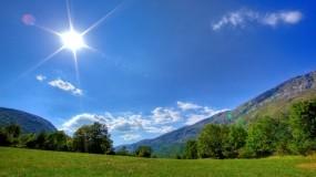 Обои Солнечная погода: Горы, Солнце, Трава, Небо, Утро, Природа