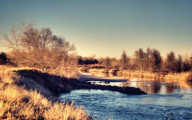 Река утром