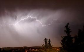 Обои Ночная гроза: Облака, Город, Ночь, Тучи, Молния, Природа
