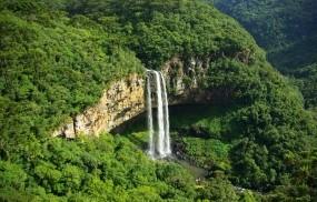 Обои Caracol Falls: Горы, Зелень, Водопад, Природа