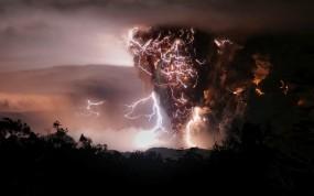 Обои Вулкан в Чили: Дым, Ночь, Вулкан, Молнии, Природа