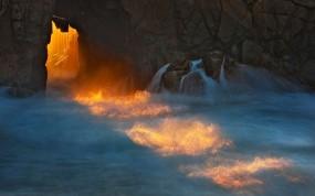 Обои Волны у скал: Вода, Берег, Скала, Природа