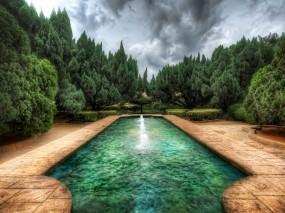 Обои Зелёный бассейн: Облака, Вода, Деревья, Бассейн, Природа