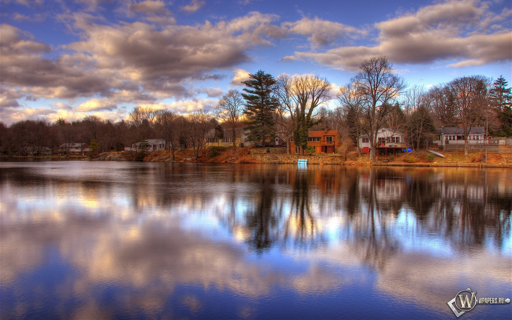 Обои дома у реки облака река берег