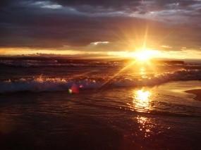 Обои Закат на Байкале: Волны, Солнце, Закат, Озеро, Лучи солнца, Байкал, Байкал
