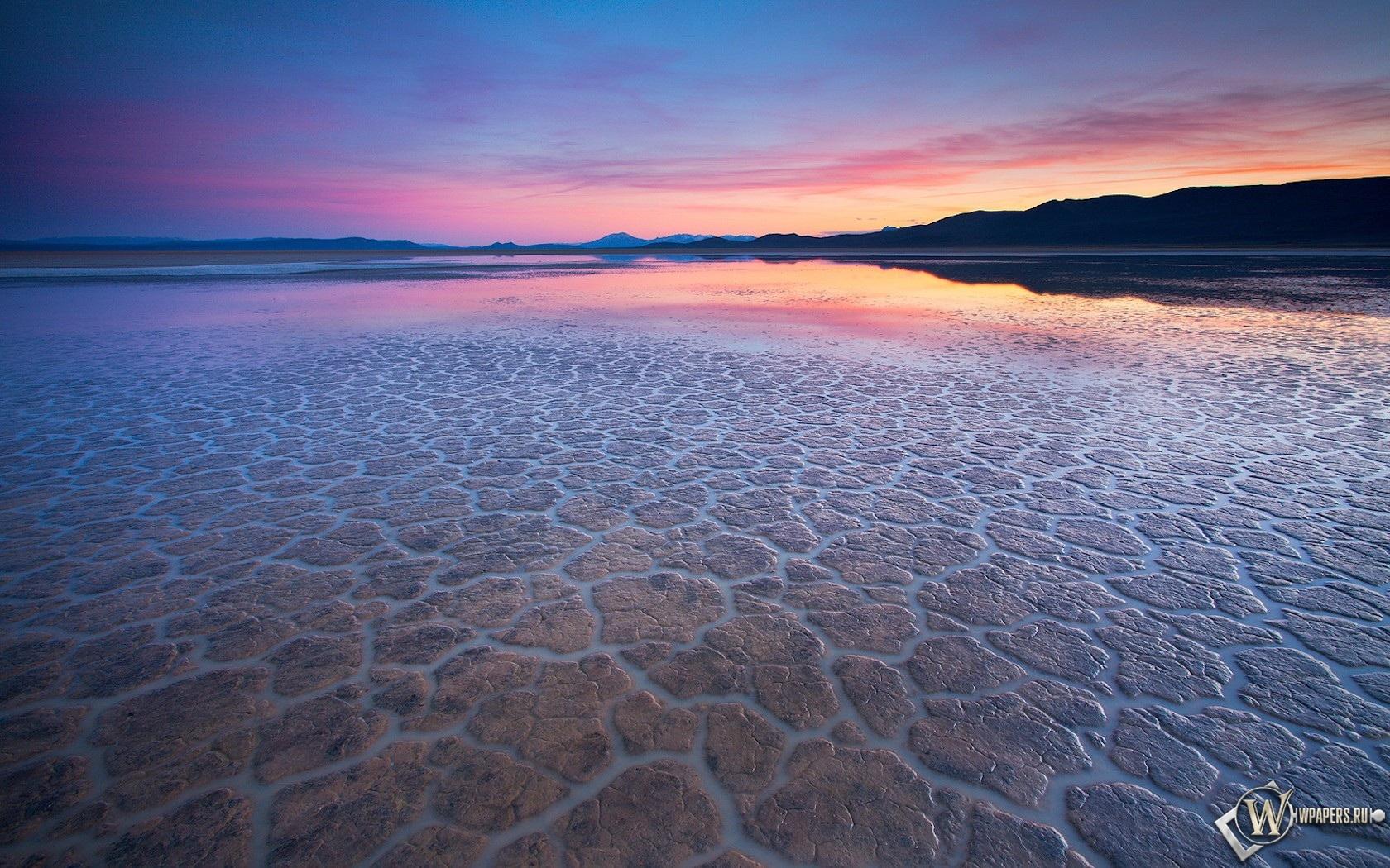 Вода в пустыне 1680x1050