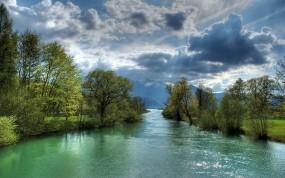 Обои Узкая речка: Облака, Река, Лучи, Течение, Прочие пейзажи