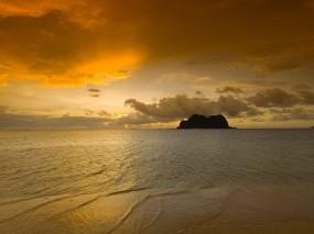 Обои Скала в море: Море, Восход, Скала, Прочие пейзажи