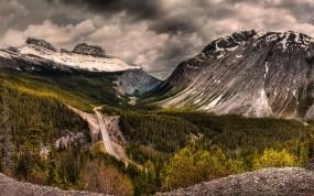 Обои Горная дорога в Канаде: Горы, Дорога, Лес, Канада, Прочие пейзажи