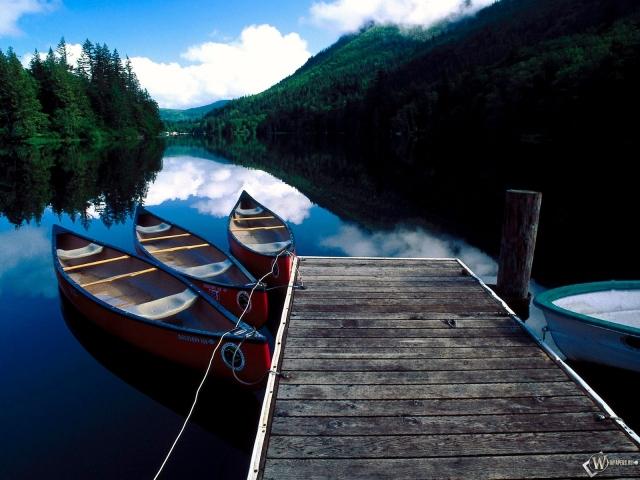 Лодки у пирса