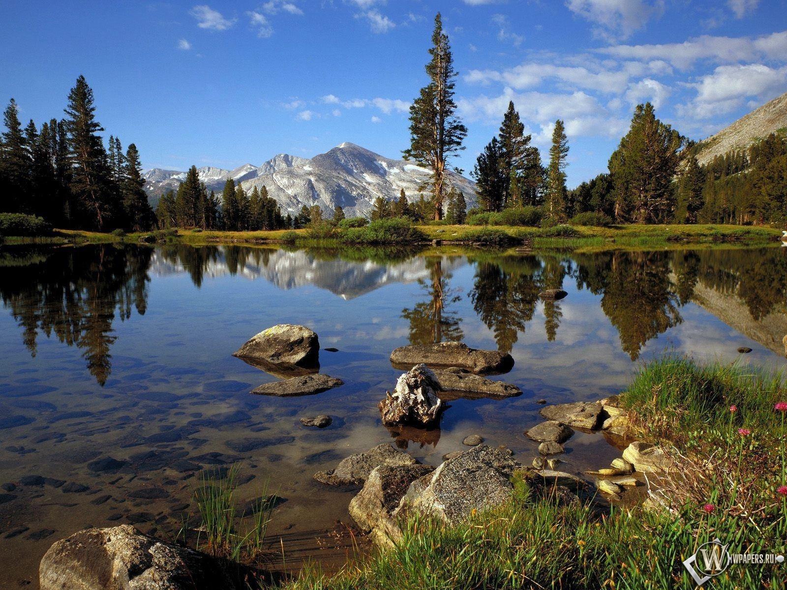 Озеро в горах 1600x1200