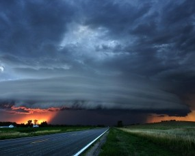 Обои Мятежное небо: Шоссе, Сумерки, Буря, Ураган, Прочие пейзажи