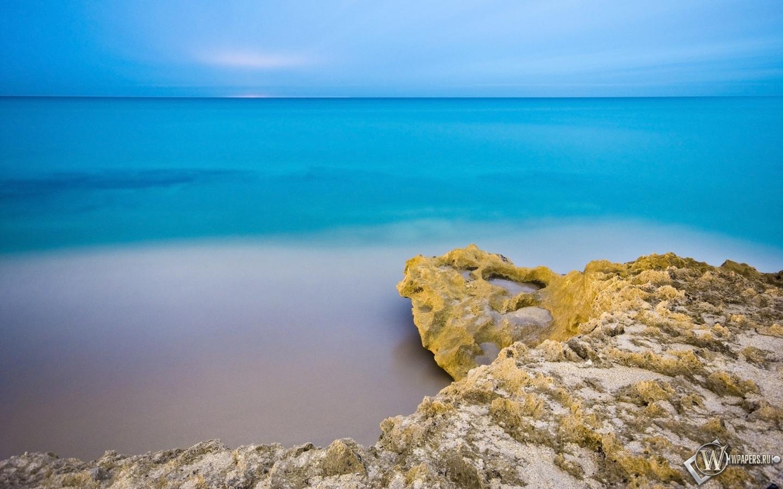 Пляж море небо утро 1440x900 картинки