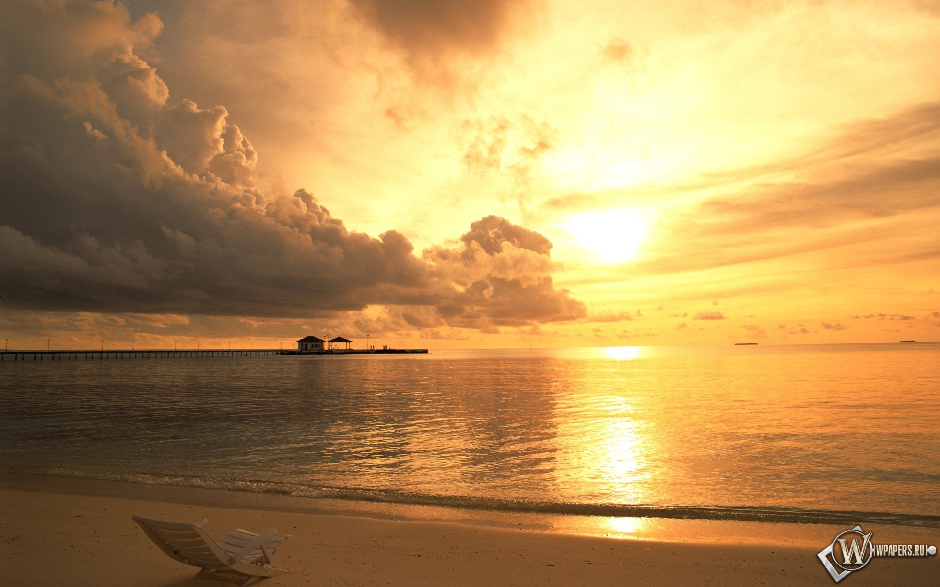 Обои пляж на закате на рабочий стол с