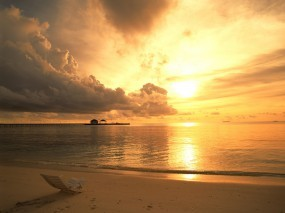 Обои Пляж на закате: Облака, Пляж, Море, Закат, Шезлонг, Природа