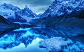 Обои Холодное озеро: Горы, Озеро, Холод, Синий, Прочие пейзажи