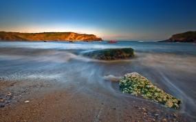 Обои Каменистый берег: Вода, Камни, Берег, Вода и небо