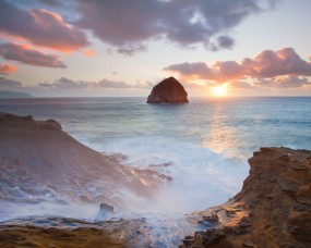 Обои Море и скалы: Волны, Море, Солнце, Скалы, Берег, Прочие пейзажи