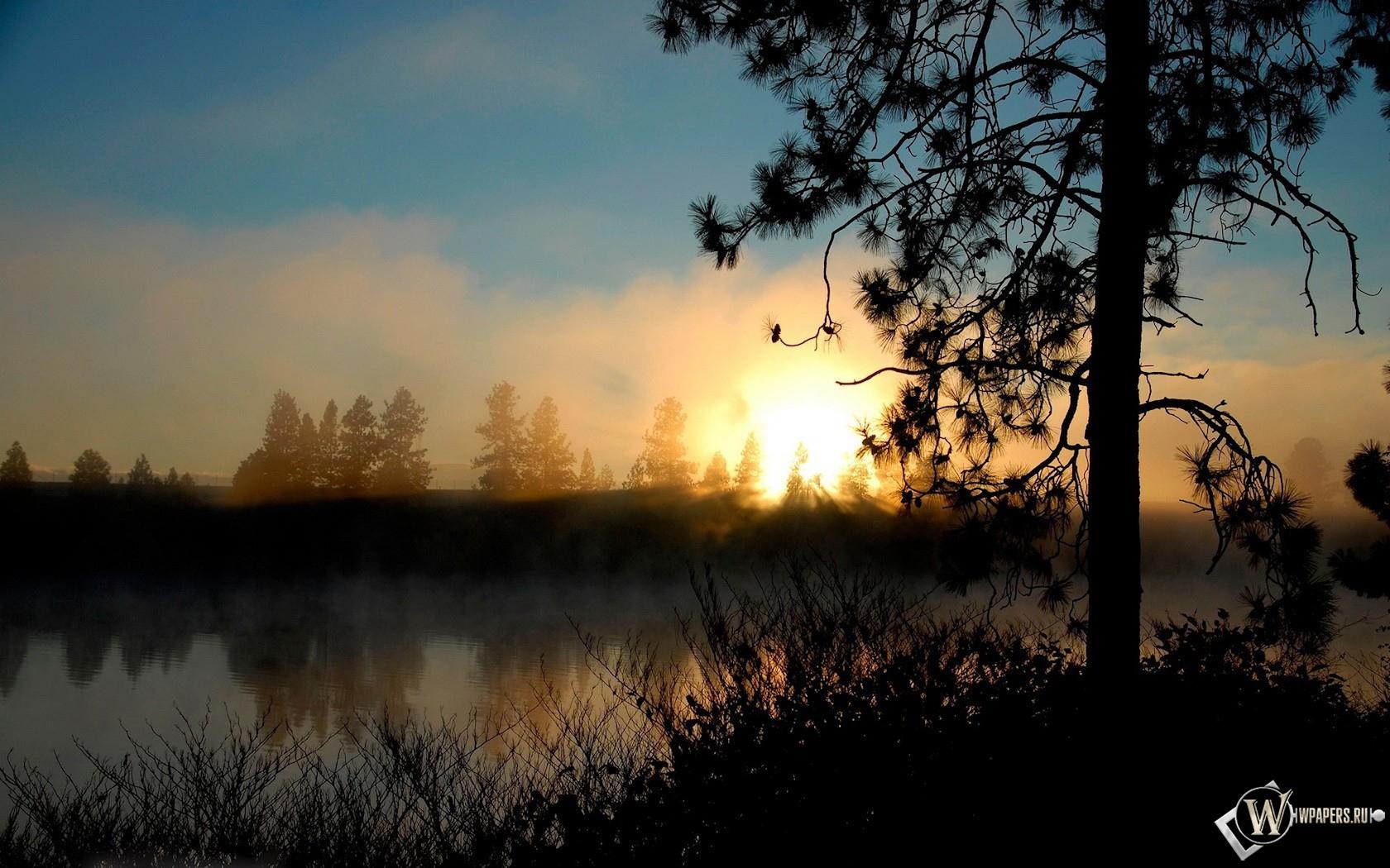 Рассвет над озером 1680x1050