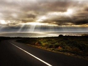 Обои Дорога к морю: Дорога, Море, Тучи, Лучи солнца, Прочие пейзажи