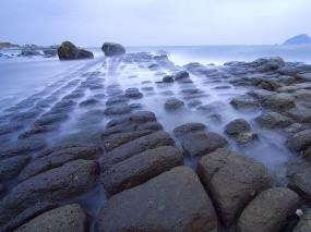 Обои Каменистый берег: Туман, Камни, Берег, Вода и небо