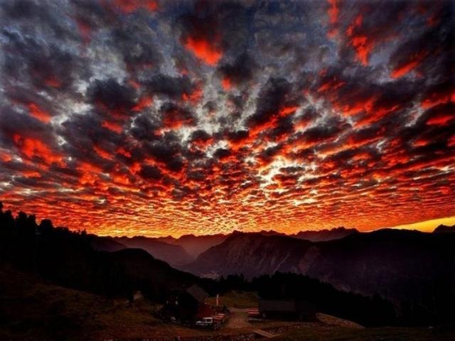 Красные облака