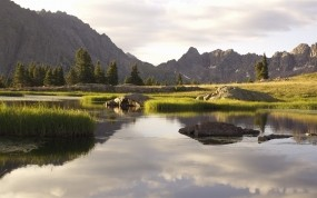 Обои Горный пейзаж: Река, Горы, Вода, Деревья, Природа, Камни, Трава, Небо, Пейзаж, Горы