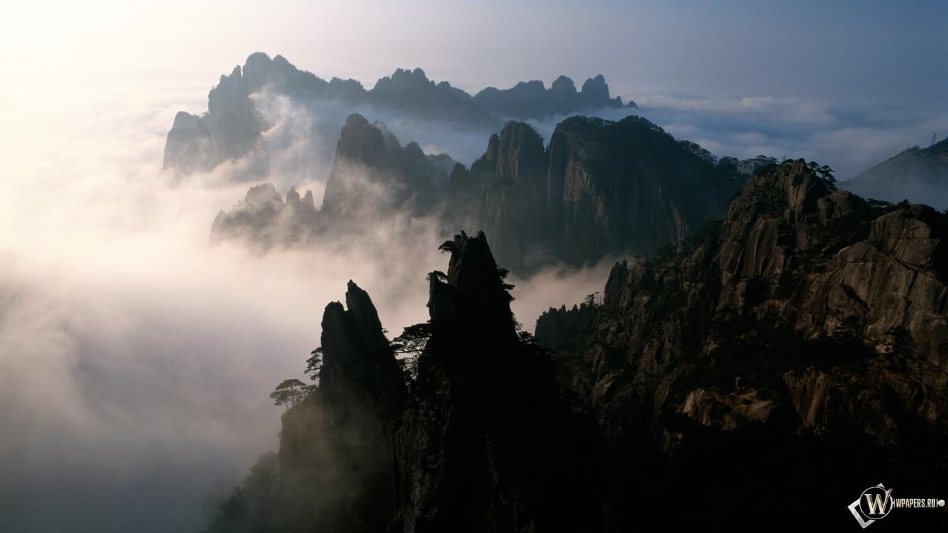 Обои горы облака горы туман 1366x768