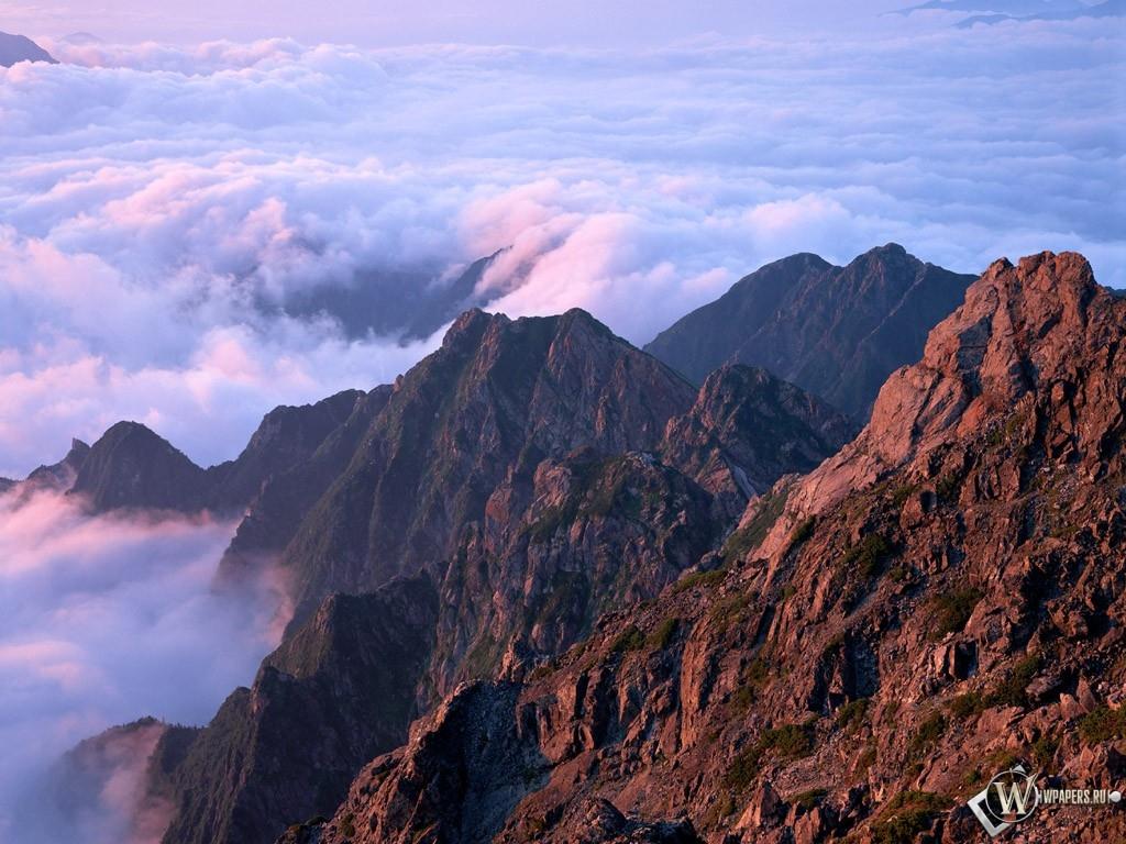 Горы над облаками 1024x768