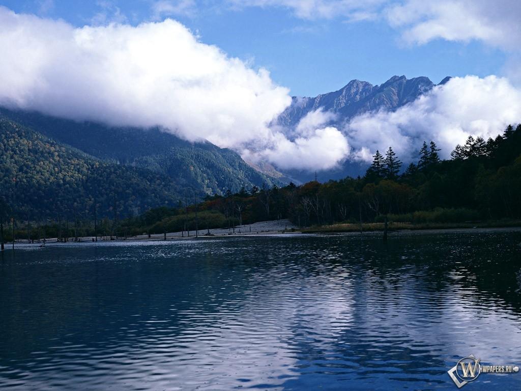 Горы над озером 1024x768