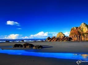 Обои Побережье: Море, Песчаный берег, Синие небо, Скалы, Голубой, Горы