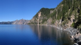 Обои Горное озеро: Горы, Озеро, Вода и небо