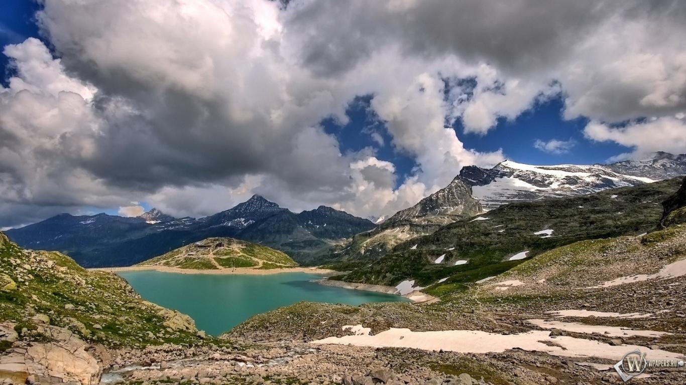 Обои озеро в горах облака горы озеро