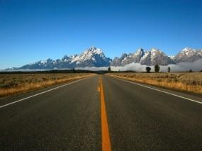 Обои Дорога к горам: Горы, Разметка, Дорога, Горы
