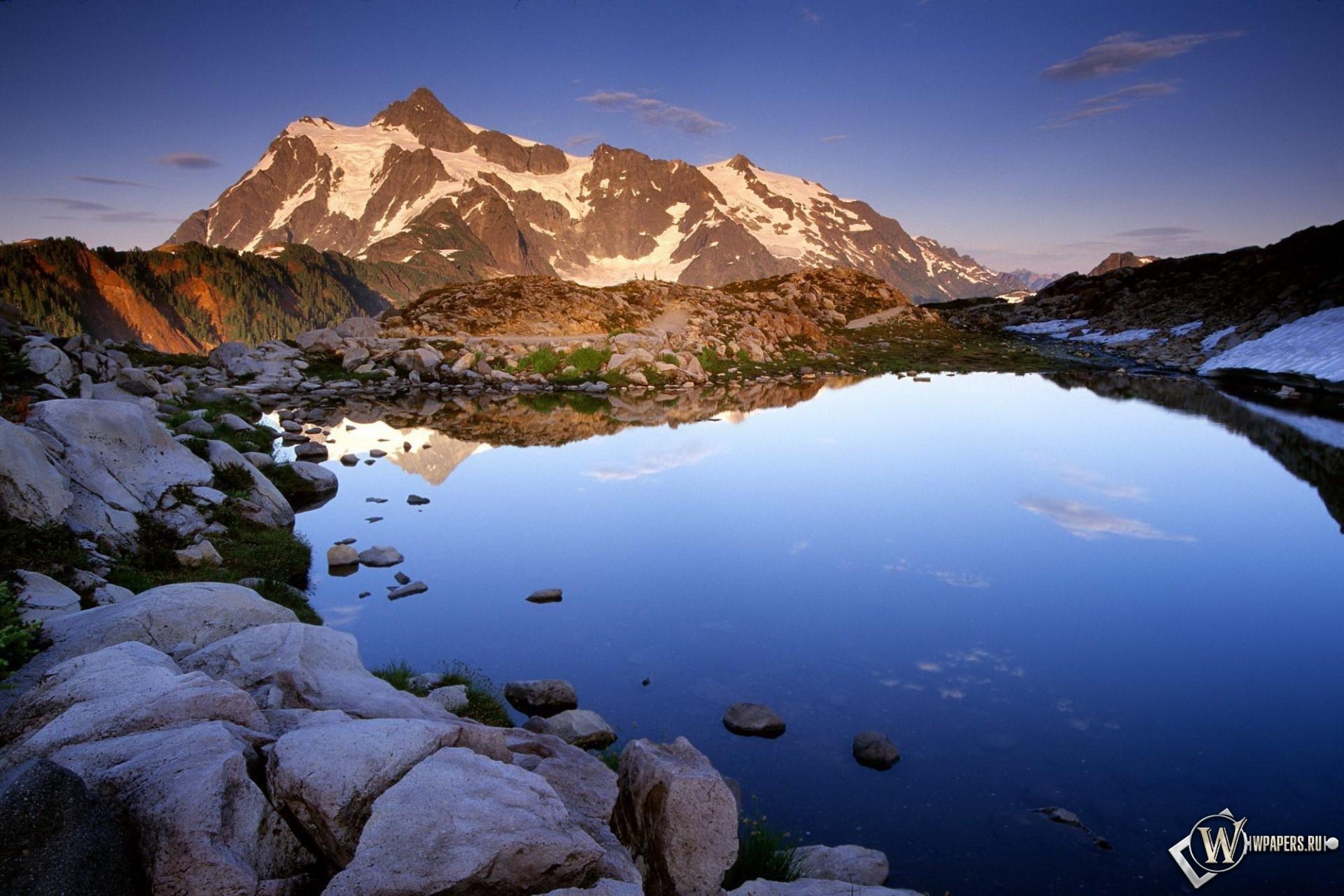 Озеро в горах 1920x1280
