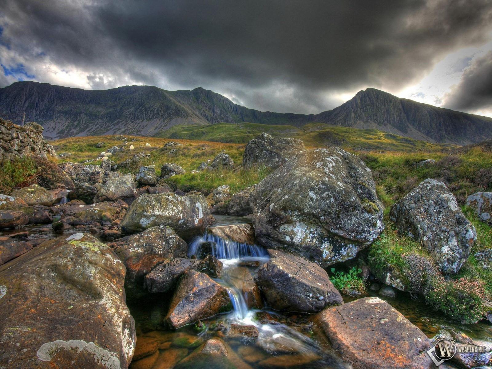 Камни в горах фото