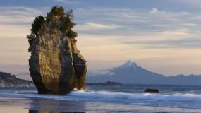 скала и гора таранаки в новой зеландии