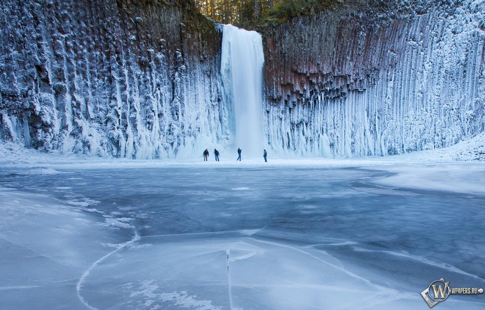 Ледяной водопад 1600x1024