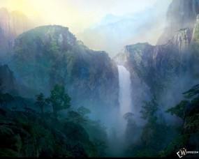 Туманный рассвет над водопадом