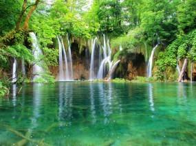 Обои Водопад в лесу: Вода, Лес, Водопад, Водопады