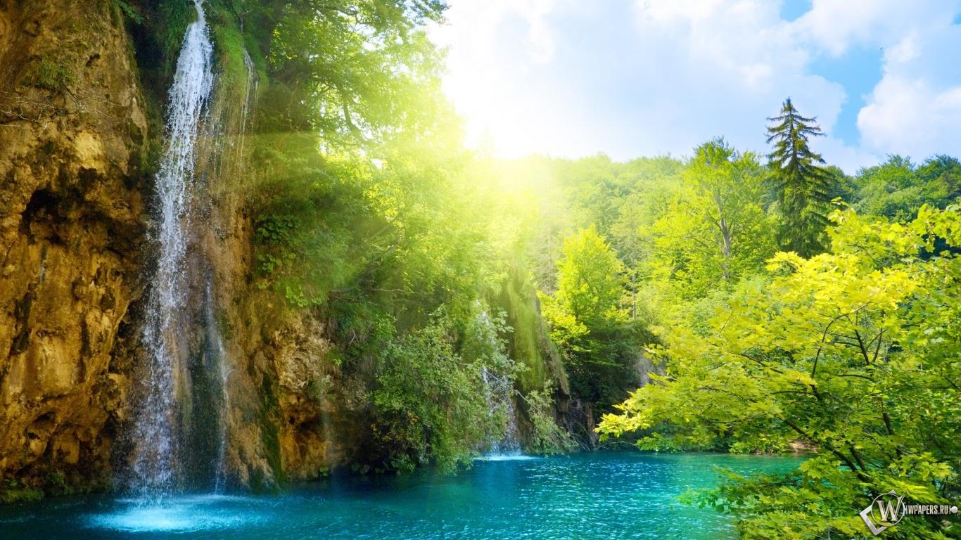 Водопад солнце водопад 1366x768