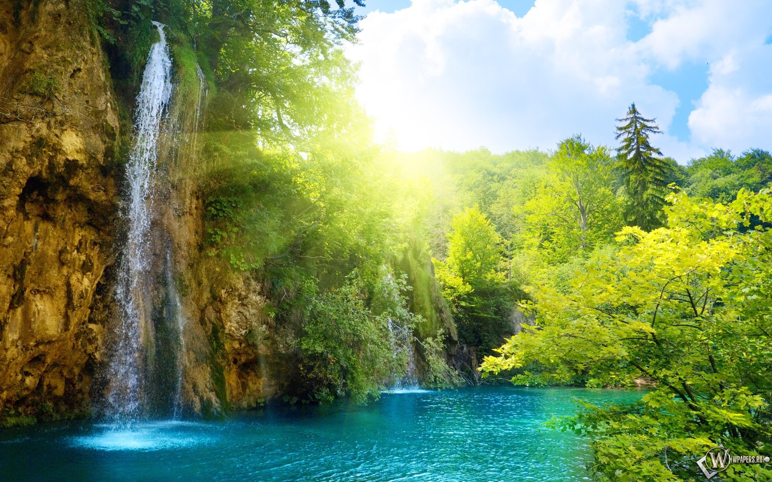 Солнечный водопад 2560x1600
