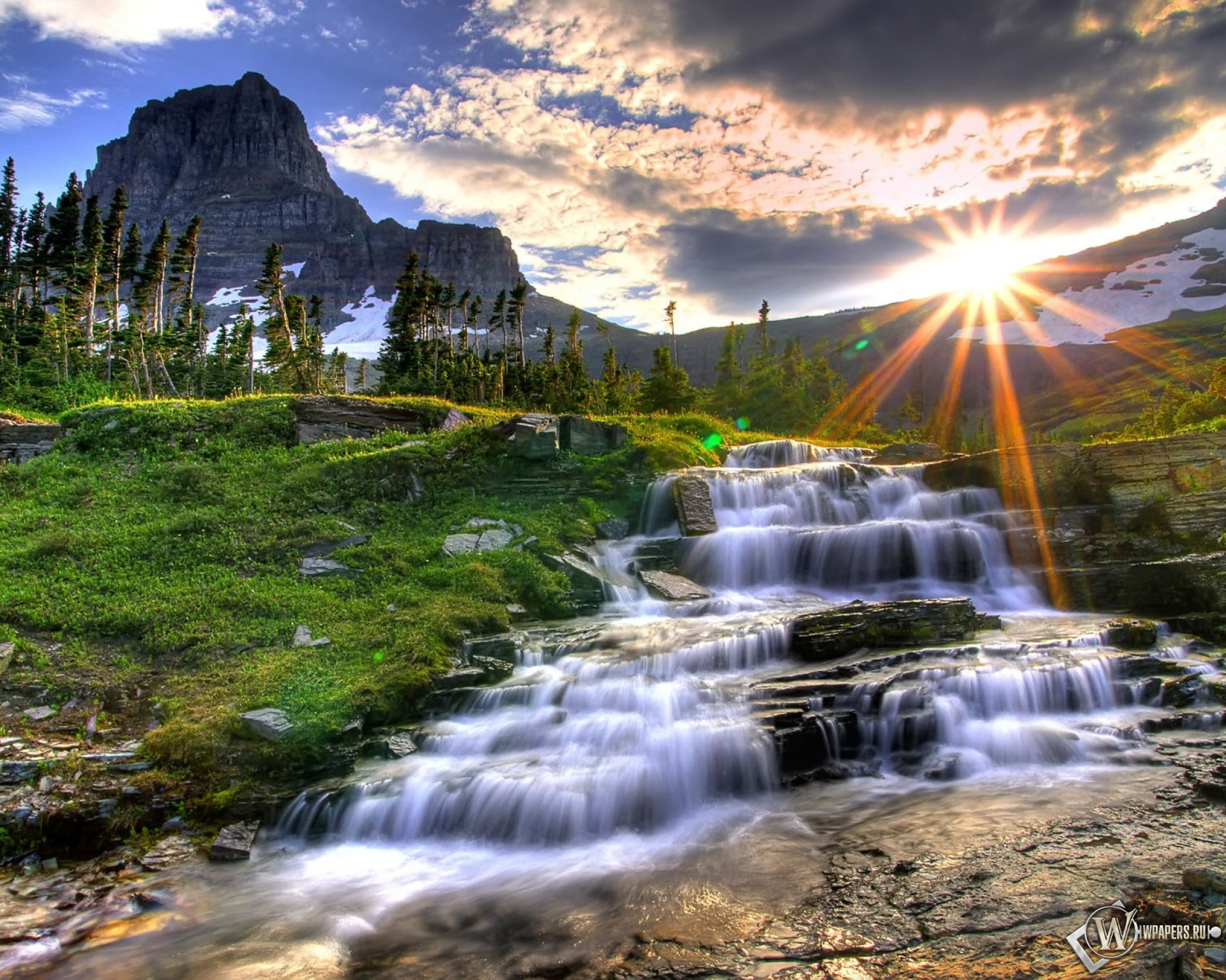 Обои маленький водопад вода солнце