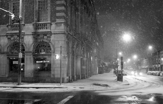 Чёрно-белый снег
