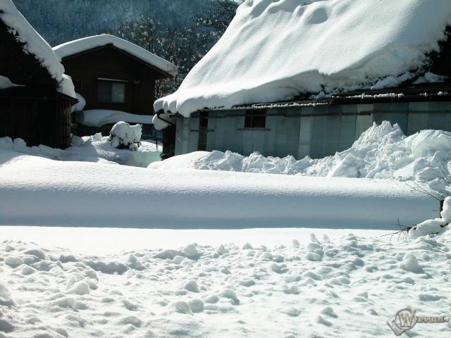 Домишки в снегу