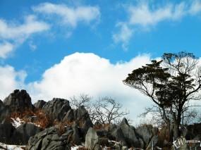 Обои Облака над снежными камнями: , Зима