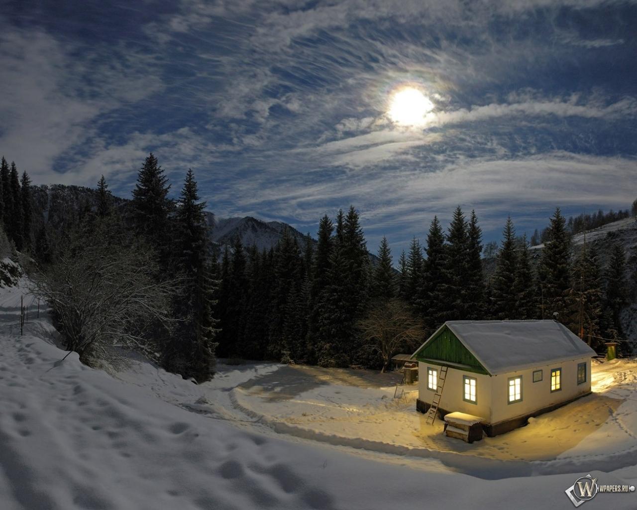 Обои домик в снежном лесу зима свет