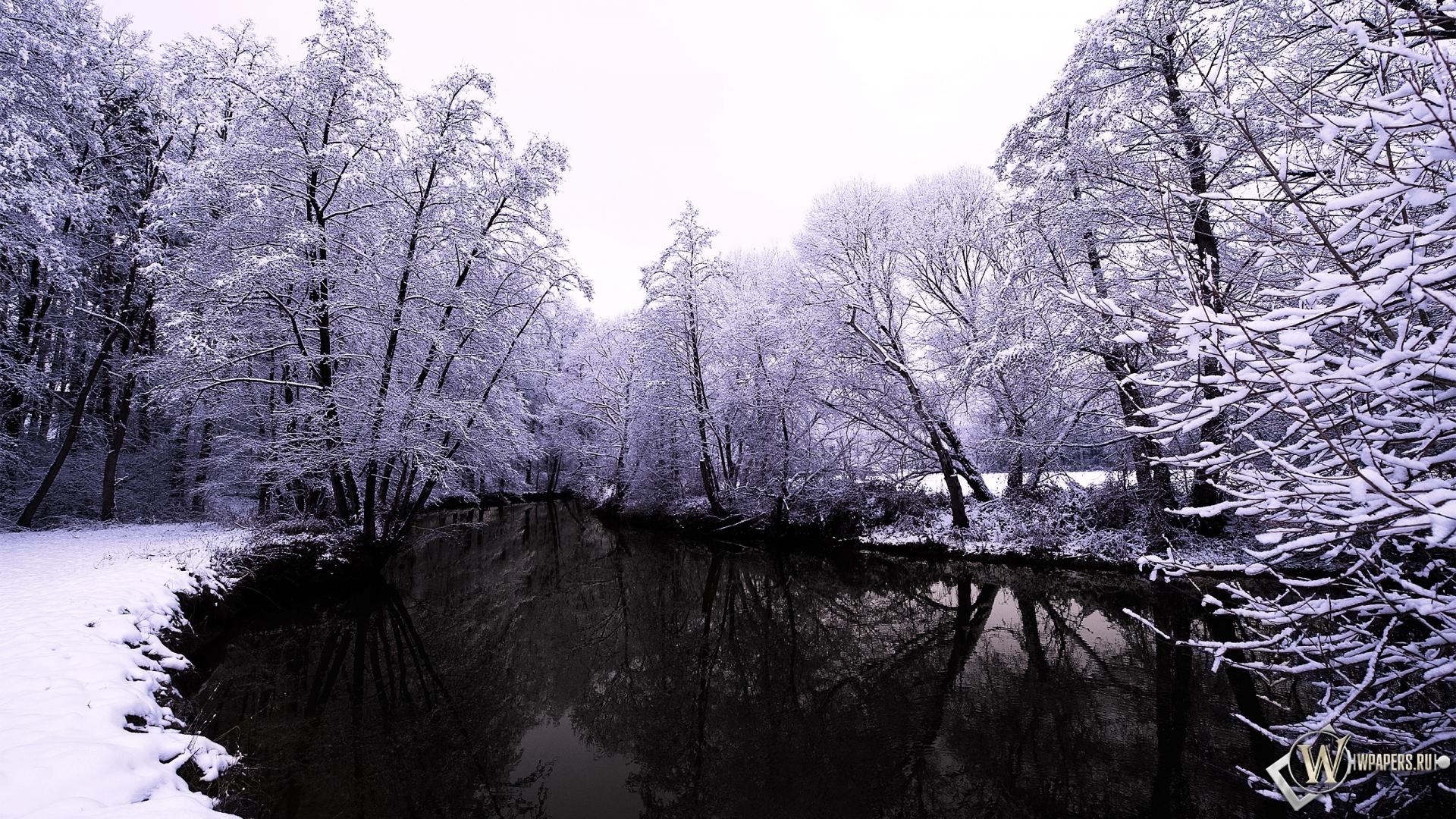 Обои тёмное озеро зимой на рабочий