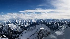 Обои Заснеженные горы: Облака, Горы, Свет, Снег, Лес, Солнце, Панорама, Зима
