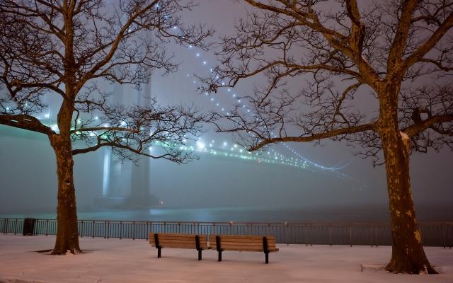 Зимний парк вечером